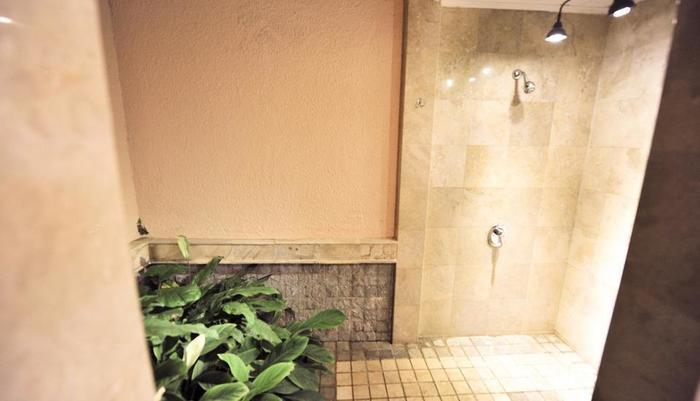 Ijen Resort & Villas Banyuwangi - Bathroom