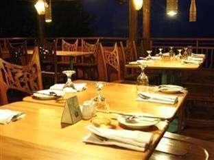 Hawaii Resort Family Suites Anyer - Restoran