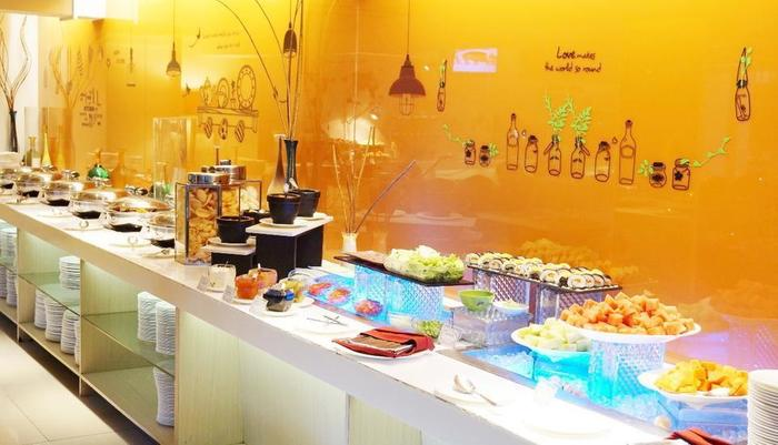All Seasons Gajah Mada - Breakfast