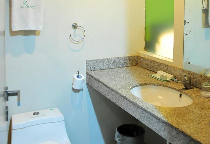 LeGreen Suite Pejompongan - Kamar mandi