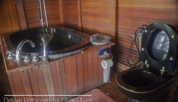 Karang Aji Beach Villa Sukabumi - Kamar mandi deluxe lantai 1 - Timur