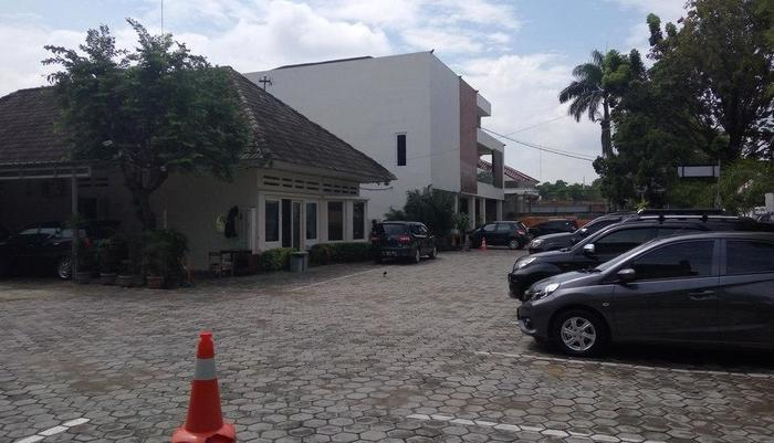 Hotel Wisata Baru Serang - Area parkir