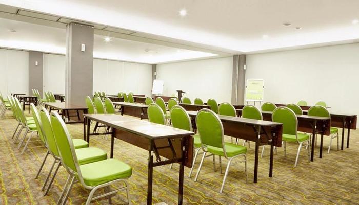 MaxOneHotels at Resort Delia Makassar - Ruang Meeting