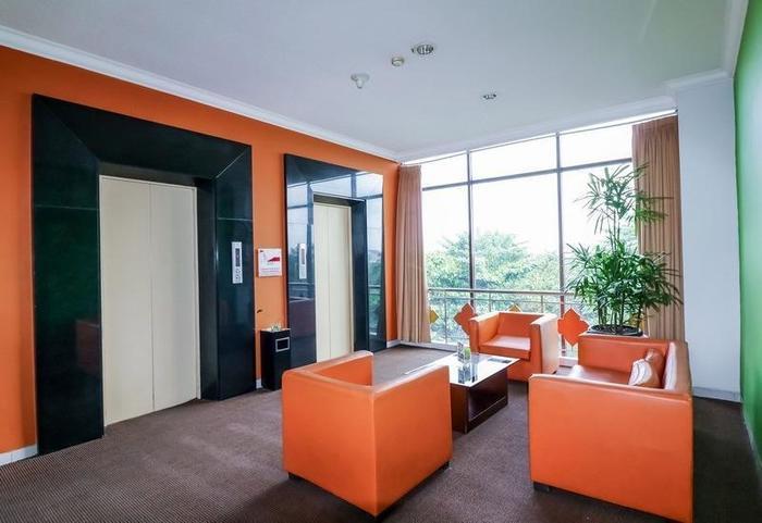 NIDA Rooms Jalan Colombo Tugu Station Yogyakarta - Ruang tamu