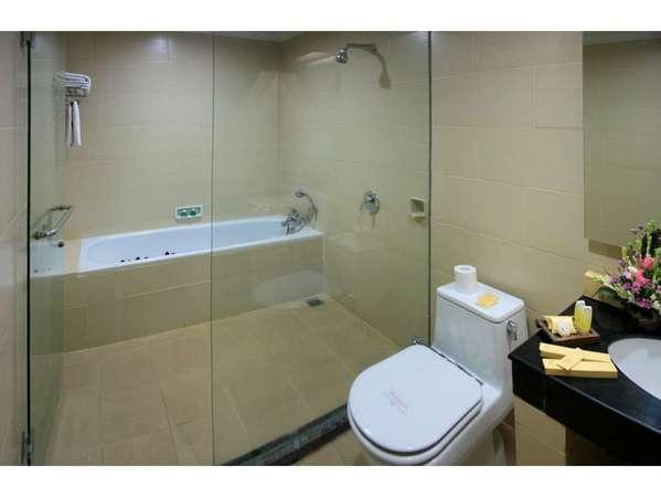 Pelangi Bali Hotel & Spa Bali - Deluxe Bathroom
