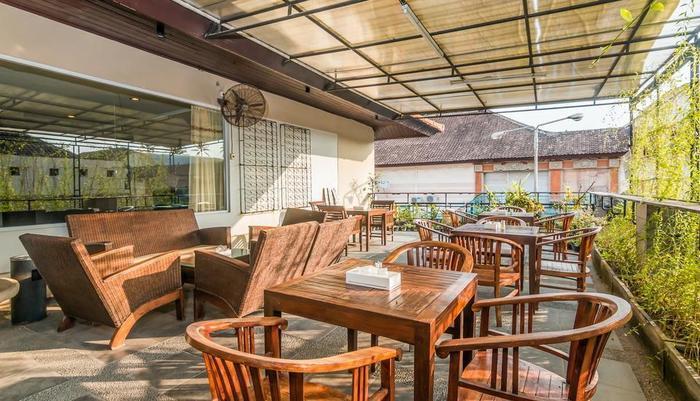 ZenRooms Kuta Centre Kartika Plaza Bali - Restoran