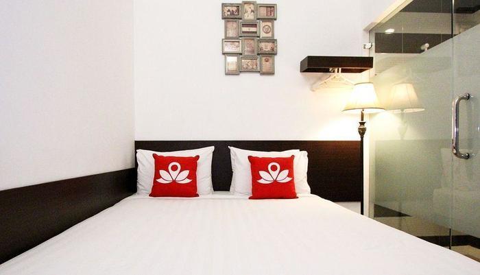 ZenRooms Menteng Cikini Jakarta - Tampak tempat tidur double