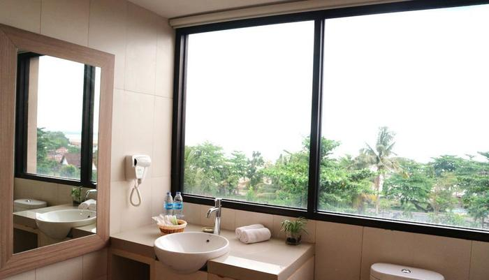 Golden Tulip Essential Belitung - Bath Bussines Room