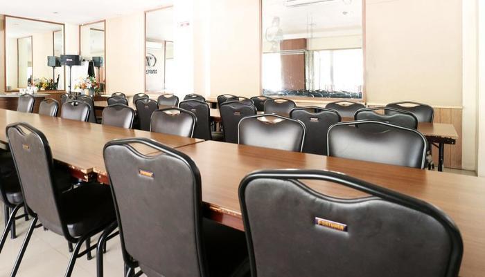 Hyper Inn Bandung - Meeting Room