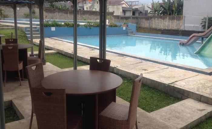 Garden Hostel Dago Bandung Bandung - Kolam Renang