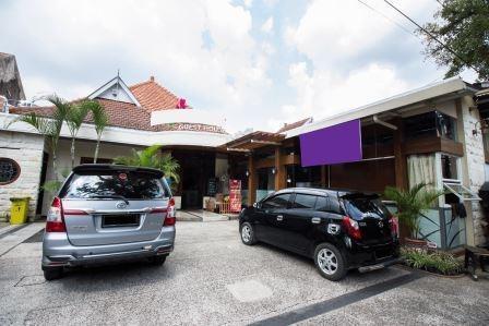 Tinggal Standard Malang Jalan Lamongan - Parkir