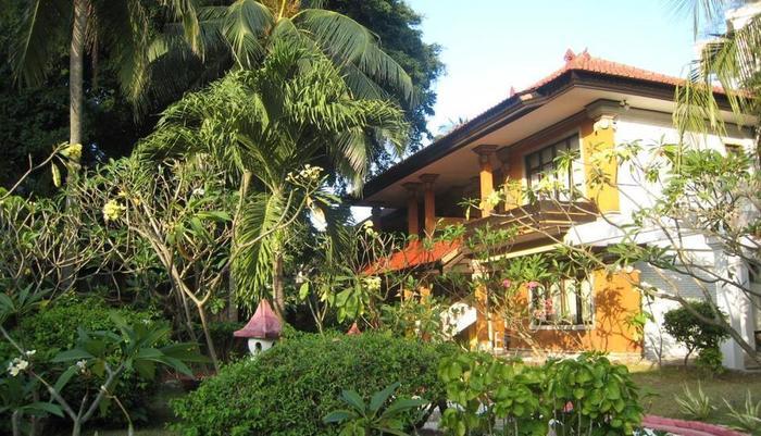 Puri Naga Beach Front Cottage Bali - Eksterior