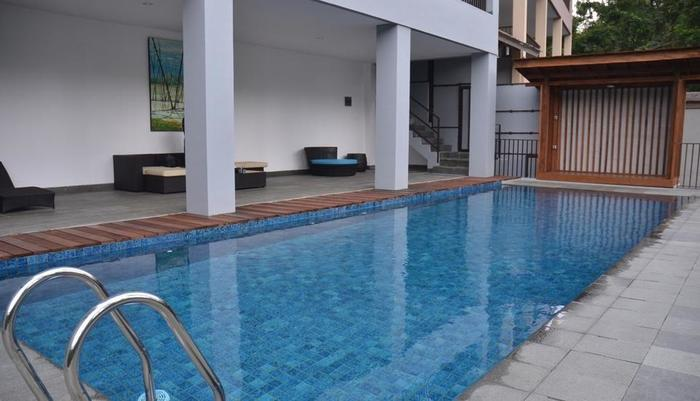 Cempaka 4 Villa Dago 6 Bedroom Bandung - Kolam Renang