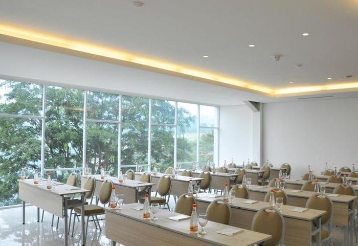 Clove Garden Hotel Bandung - Meeting Room