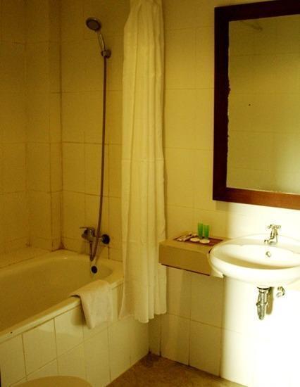 Hotel Makassar Marine Makassar - Bathtub