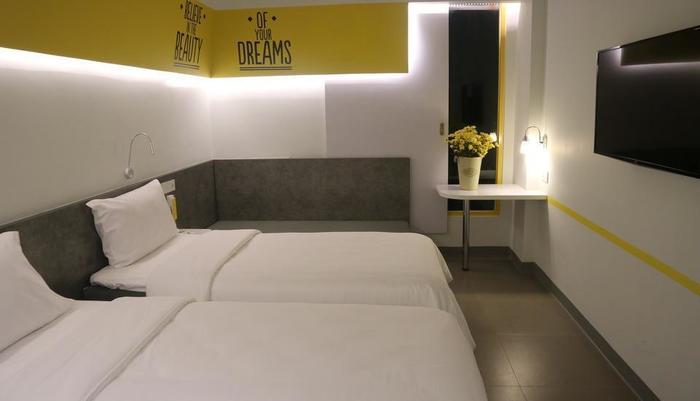 Yello Hotel Manggarai Jakarta - room-twin bed