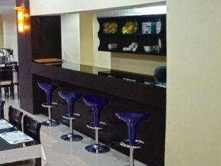 Flaminggo Hotel Padang - Bar