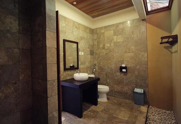 Villa Karang Hotel Lombok - Kamar mandi