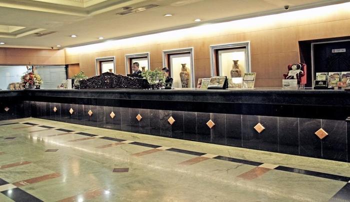 New Metro Hotel Semarang - Reception Desk