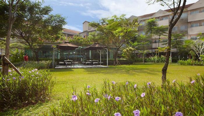 Delonix Hotel Karawang - Taman 2