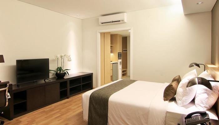 Delonix Hotel Karawang - Golf Wing Studio