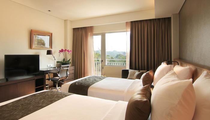 Delonix Hotel Karawang - Golf View Stuido