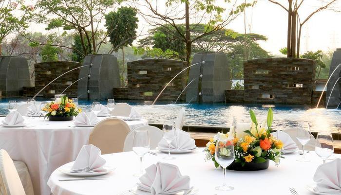Delonix Hotel Karawang - Pool Party 2