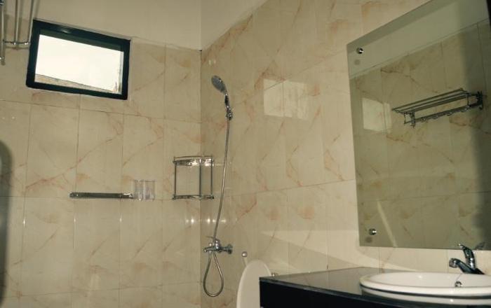 Opriss Hotel & Bungalow Parapat - Kamar mandi