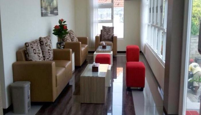 Tya Guest House Malang - Lobi