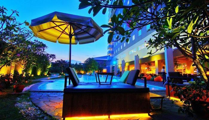 Aston Cirebon - Kolam Renang