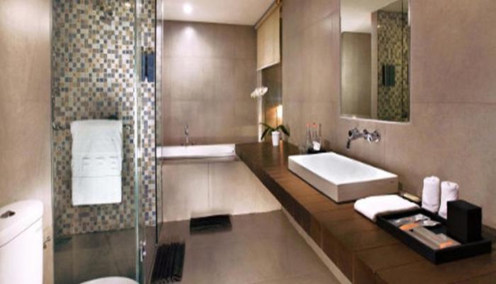 Harper Purwakarta - Bathroom