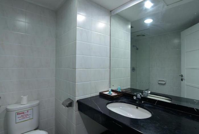 Hotel Grand Nanggroe Banda Aceh - deluxe bathroom