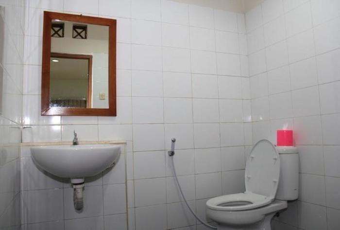 Hotel Augusta Lembang - Bathroom
