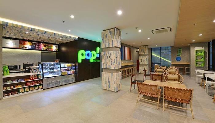 POP! Hotel Timoho Yogyakarta - Pitstop Cafe lounge