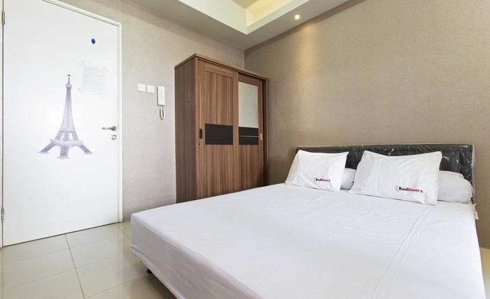 RedDoorz Apartment @ Pegangsaan Kelapa Gading 3 Jakarta - Kamar tamu