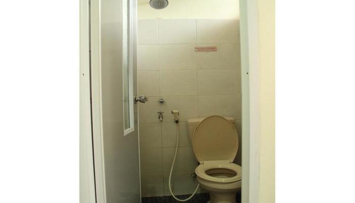 Guest House Rumah Wahidin Syariah Probolinggo - Bathroom
