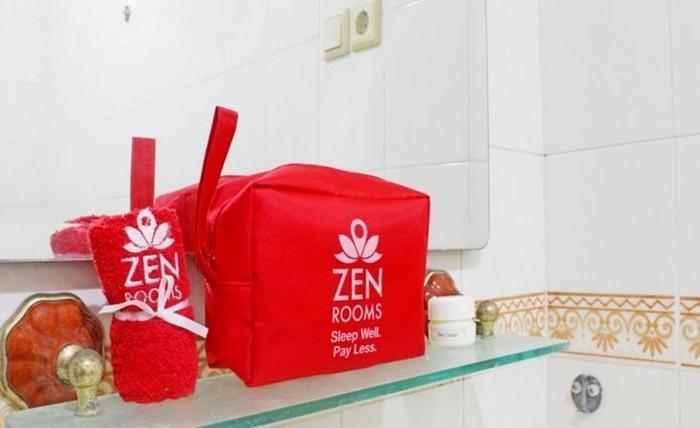 ZenRooms Near Gandaria Utara Jakarta - Kamar mandi