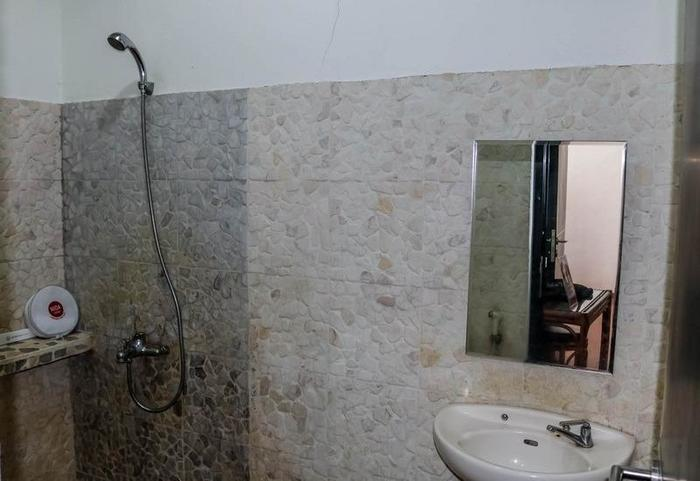 NIDA Rooms Gunung Putri Bosscha Lembang - Kamar mandi
