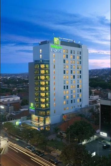 Holiday Inn Express Semarang Simpang Lima - Dining