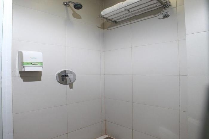 Whiz Hotel Cikini - Kamar mandi
