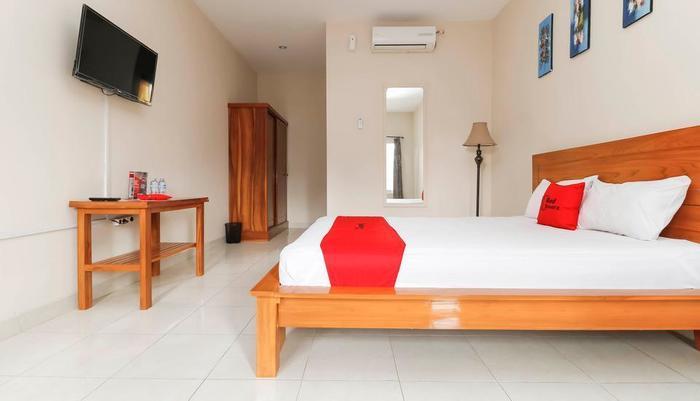 RedDoorz near Cibubur Junction Cibubur - Guestroom
