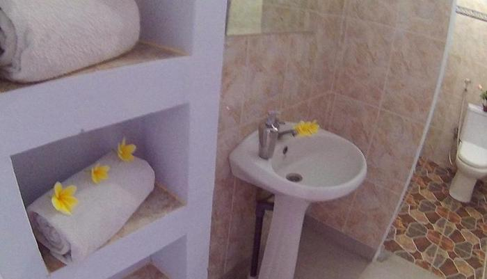 24/7 Bed and Breakfast Bali - toilet