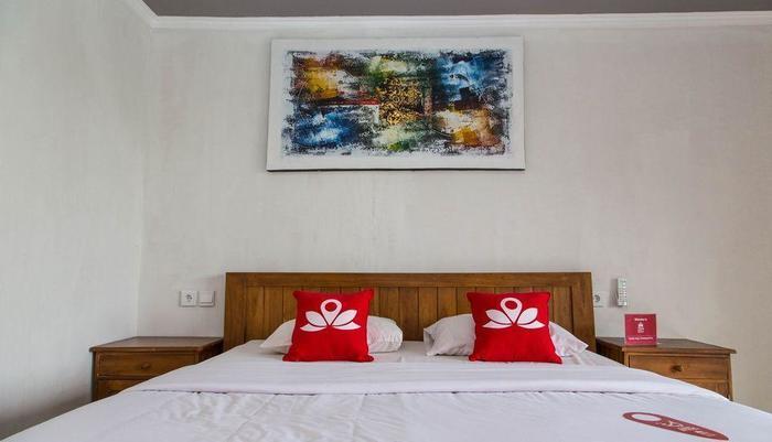 ZEN Premium Pecatu Padang Padang Beach Bali - Tampak tempat tidur double
