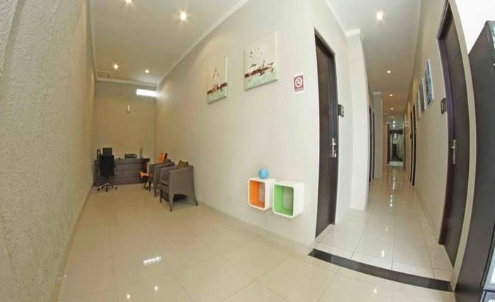 Premiere Guest House Tegal - Interior