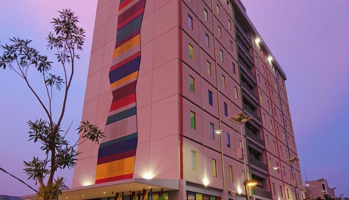 POP Hotel BSD City Tangerang - Building