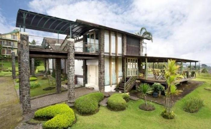Villa Alila Istana Bunga Lembang Bandung - Eksterior