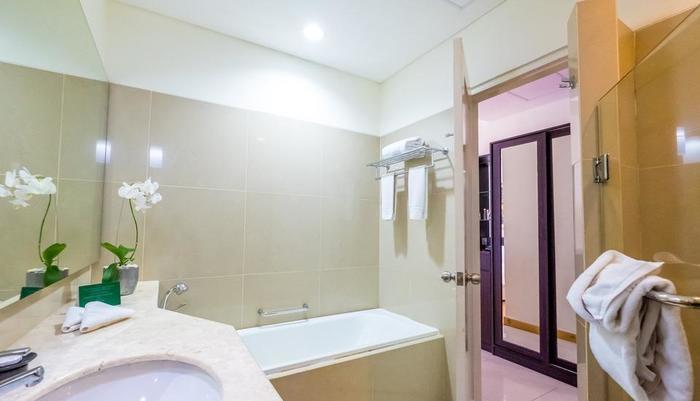 Sintesa Peninsula Palembang - deluxe bathroom