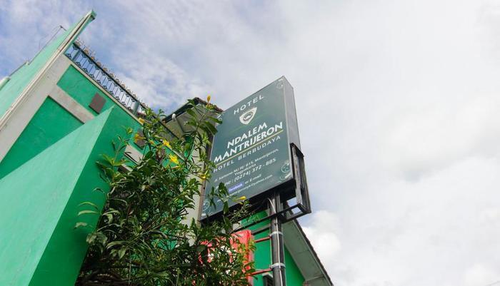 Ndalem Mantrijeron Hotel Yogyakarta - Neon Box