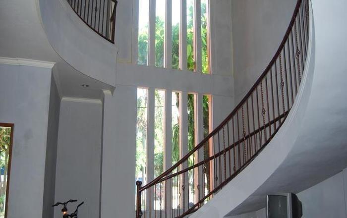 Hotel Pantai Jaya Pangandaran - tangga akses lantai 2