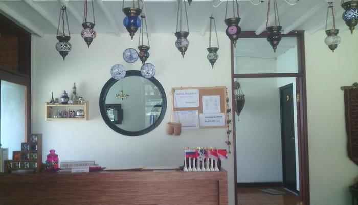TakeMeHome Guest House Bandung - Gambar 1